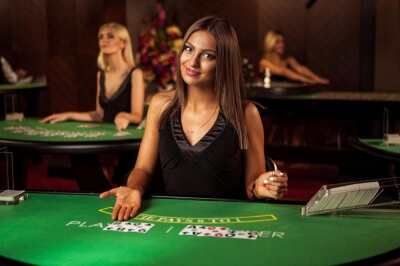 The Pros and Cons of Playing With Live Dealer Games